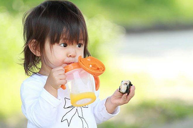 Kinh nghiệm đổi sữa cho trẻ sơ sinh mà các mẹ cần biết